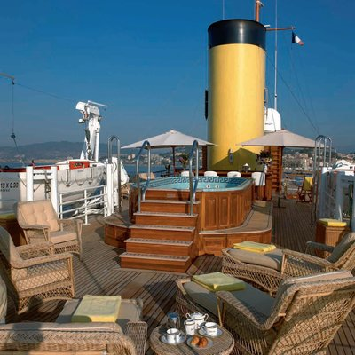 SS Delphine Yacht Jacuzzi - Day