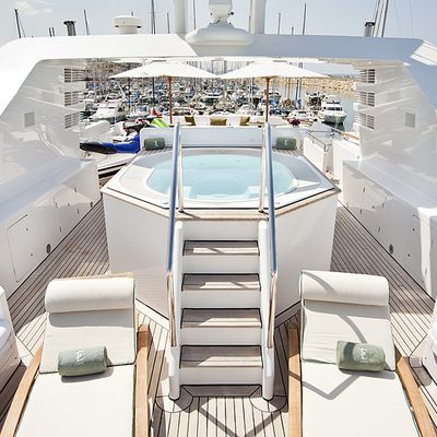 Eclipse Yacht Jacuzzi & Seating