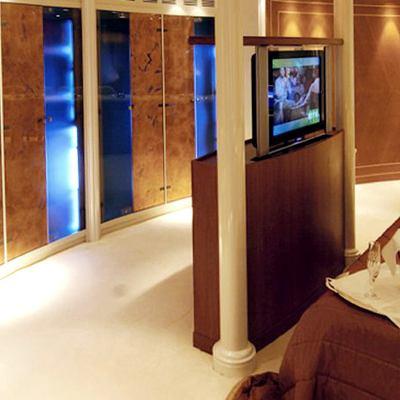 Elegant 007 Yacht Master Stateroom - TV