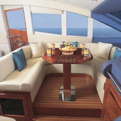 Majesty 88 Yacht