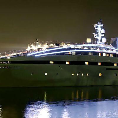Elegant 007 Yacht Night Profile