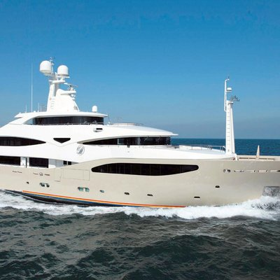 Light Holic Yacht Profile