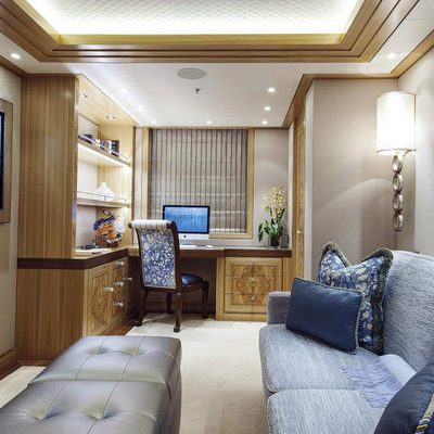 Solandge Yacht Private Study