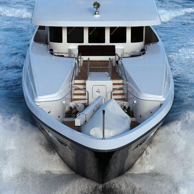 Zaliv III Yacht Running Shot - Bow