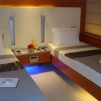 Phoenix Yacht Twin Stateroom - Beds