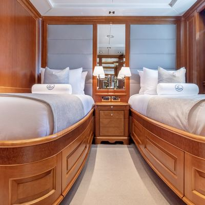 Catching Moments Yacht