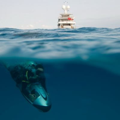 April Yacht Seabob Underwater