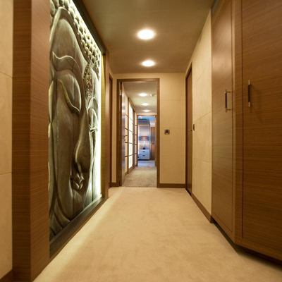 Namaste 8 Yacht Foyer
