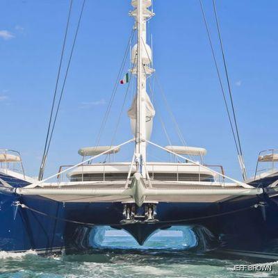 Hemisphere Yacht Running Shot - Bow