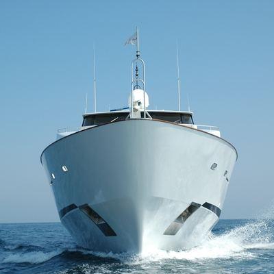 Bella Stella Yacht Running Shot - Bow