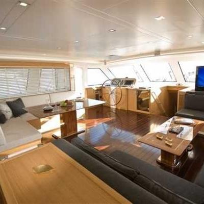 Zelda Yacht Salon & Wheelhouse