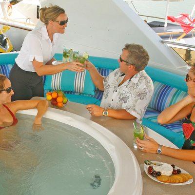 Queen D Yacht Jacuzzi - Lifestyle