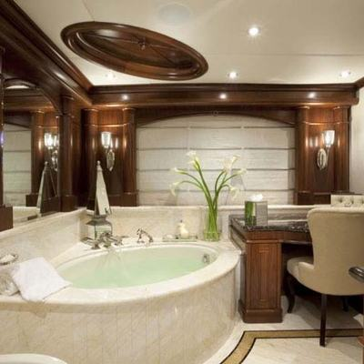 Wheels Yacht Master Bathroom - Hers