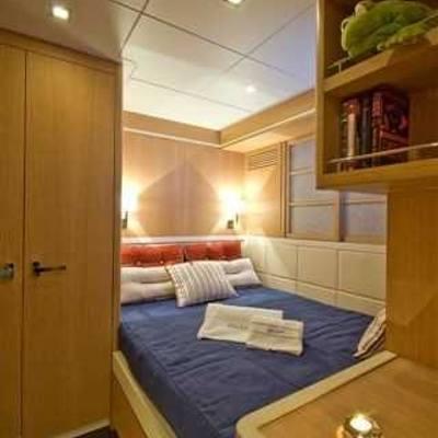 Zelda Yacht Blue Stateroom - Bed
