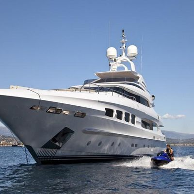 Seven S Yacht Front