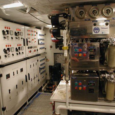 RH3 Yacht Engine Room