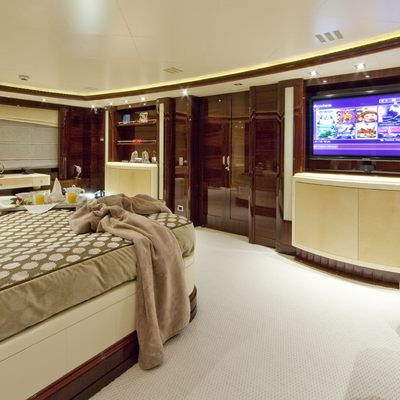 Vertigo Yacht Master Stateroom - Screen