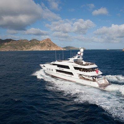 Ocean Club Yacht Running Shot - Rear View