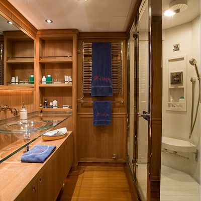 Heritage Yacht Private Bathroom