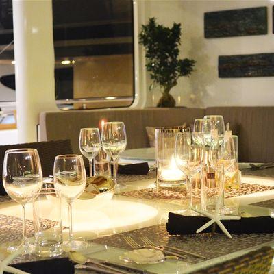 E & E Yacht Dining Table