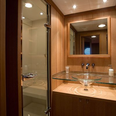 Heritage Yacht Bathroom