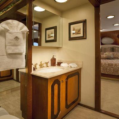 Golden Compass Yacht VIP Bathroom