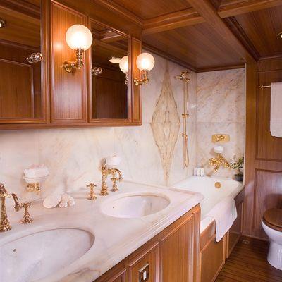 Fleurtje Yacht Bathroom