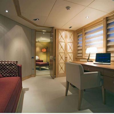 Deep Blue II Yacht Master Stateroom - Study