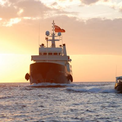 Bleu De Nimes Yacht Rear Profile - Towing