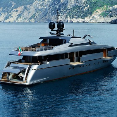 4A Yacht Rear View