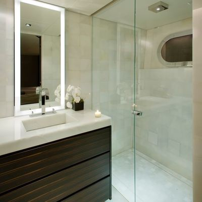 Odessa Yacht King Bathroom