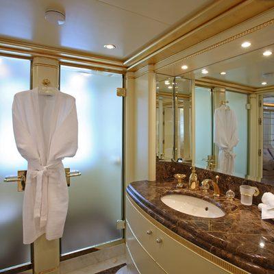 Platinum Yacht Bathroom