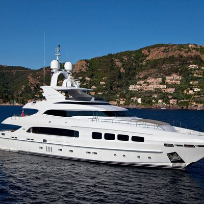 Seven S Yacht Side View