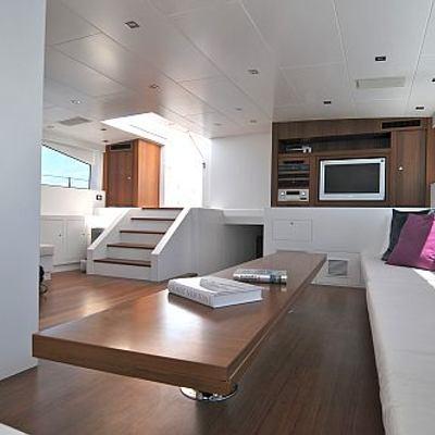 Ubi Bene Yacht Salon - Screen