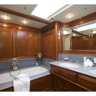 Meteor Yacht Master Bathroom