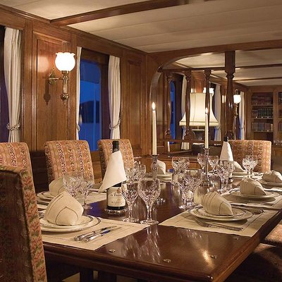 Fleurtje Yacht Dining