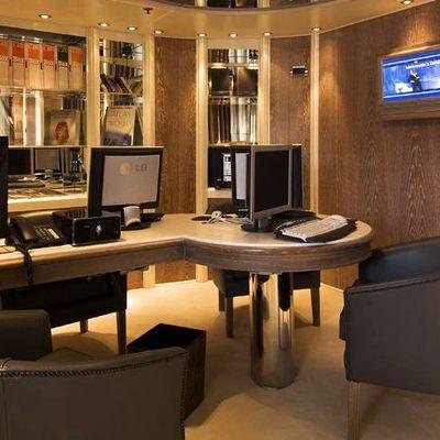 Elegant 007 Yacht Office
