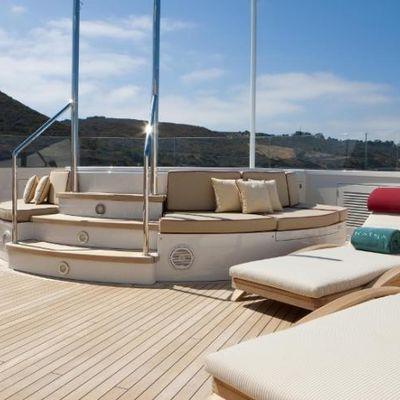Avalon Yacht Jacuzzi & Sun Loungers
