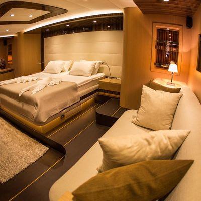 Le Pietre Yacht