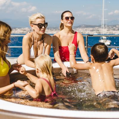 Solo Yacht Family Friendly Jacuzzi