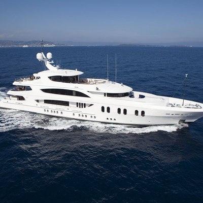 Liberty Yacht Running Shot - Profile