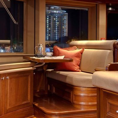 Aquila Yacht Bridge - Seating Area