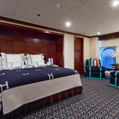 Diamond Yacht Master Stateroom - Bed