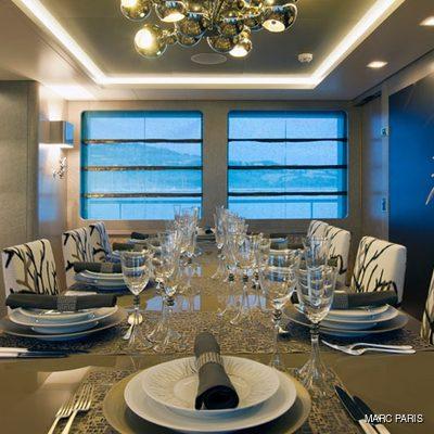 Liberty Yacht Table