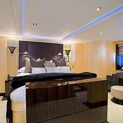 G Force Yacht Master Stateroom - Desk