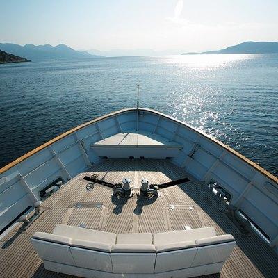 Obsesion Yacht Bow