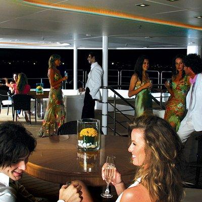 Elegant 007 Yacht Night