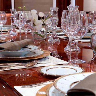 Avalon Yacht Dining Table