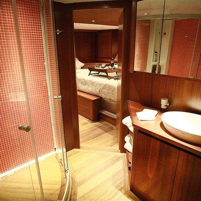 Mezcal 2 Yacht Ensuite Bathroom