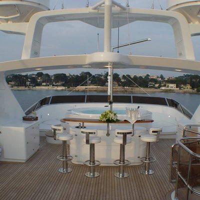 Aura Yacht Sundeck - Bar